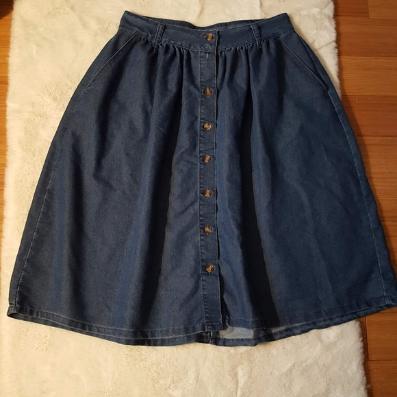 Modcloth Dresses & Skirts - Modcloth Denim Chambray Button Down skirt sz M